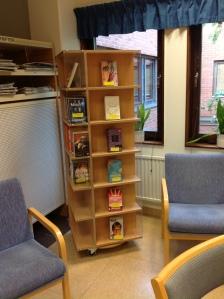 Sjukhusbiblioteket Arvika efter skyltning i pockethyllan