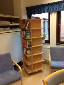 Sjukhusbiblioteket Arvika före skyltning i pockethyllan